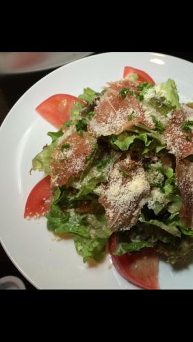 ハモン・イベリコとトマトのサラダ